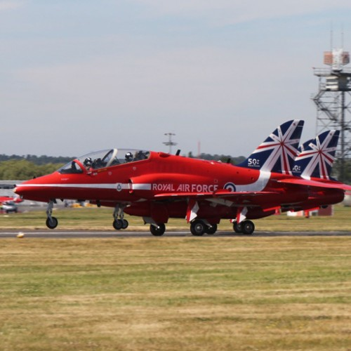 Red Arrows Take off at Farnborough