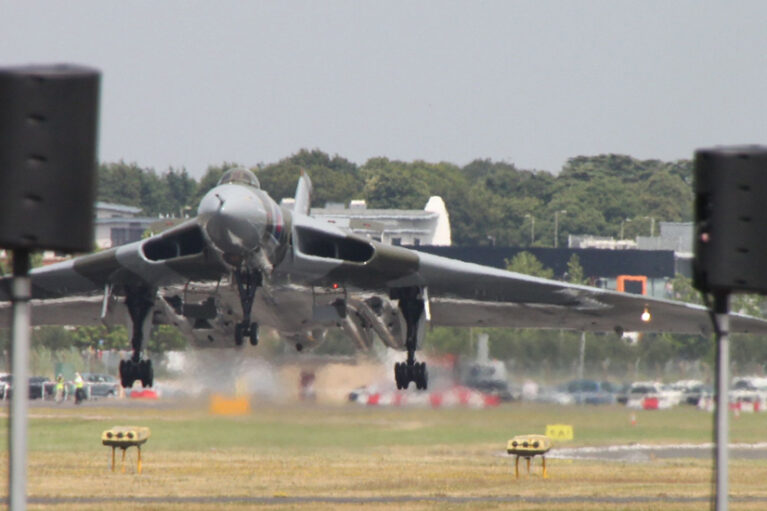 Vulcan Landing at Farnborough